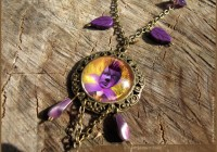Flora illustrated necklace