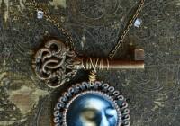 lunar-key-neckl-2015web